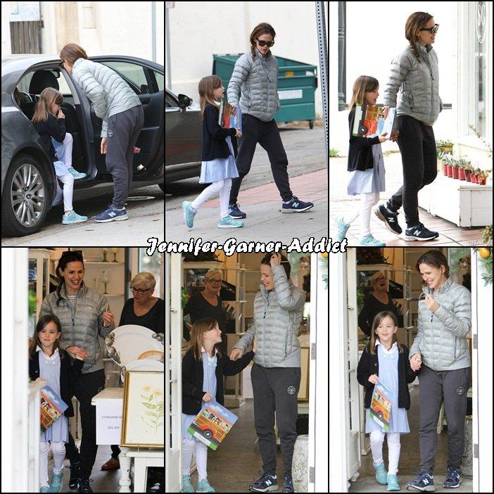 Jen a été chercher Séraphina à l'école puis elles sont allées faire quelques courses - le 29 Février - Jen a revêtu le jogging!!