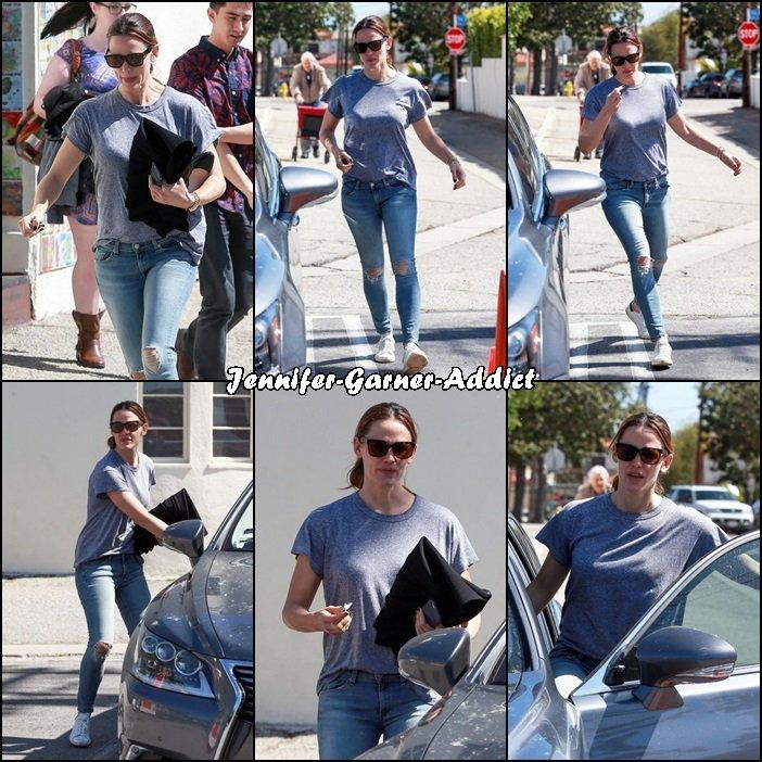 Jen allant et sortant de l'église - le 6 Mars -