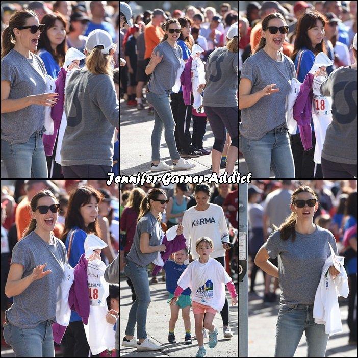 Jen a été vu à ce qui semble être une course pour enfants à laquelle Séraphina était inscrite - le 6 Mars -  [Edit : Il s'agit bien d'une course, un marathon de charité Home Run For Kids organisé à Brentwood et les trois enfants y étaient présents mais nous n'avons des photos que de Séraphina ]