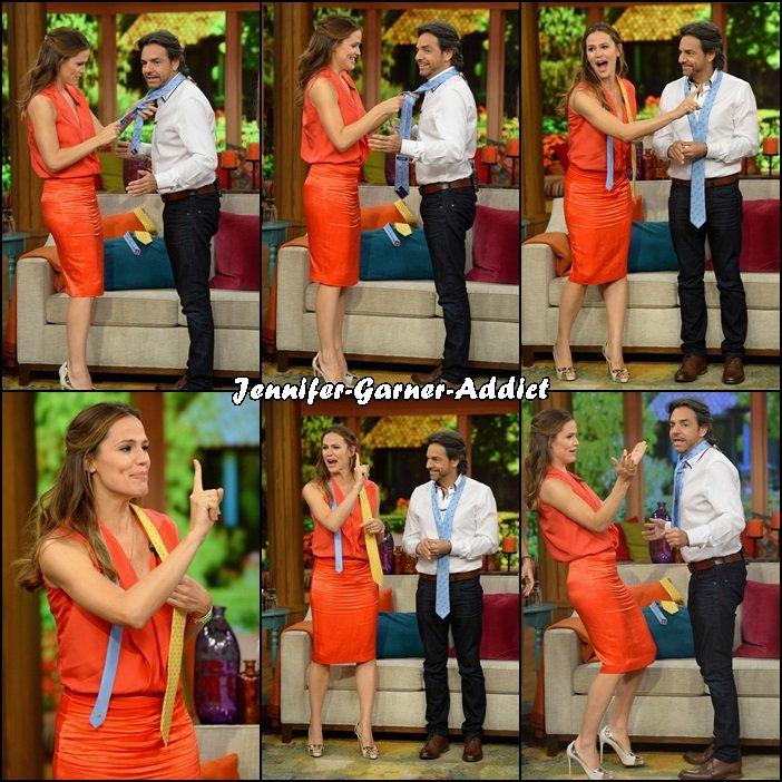 Jen dans l'émission Despierta America avec Eugenio Derbez qui partage l'affiche avec elle de The Miracles from Heaven à Miami - le 15 Mars -