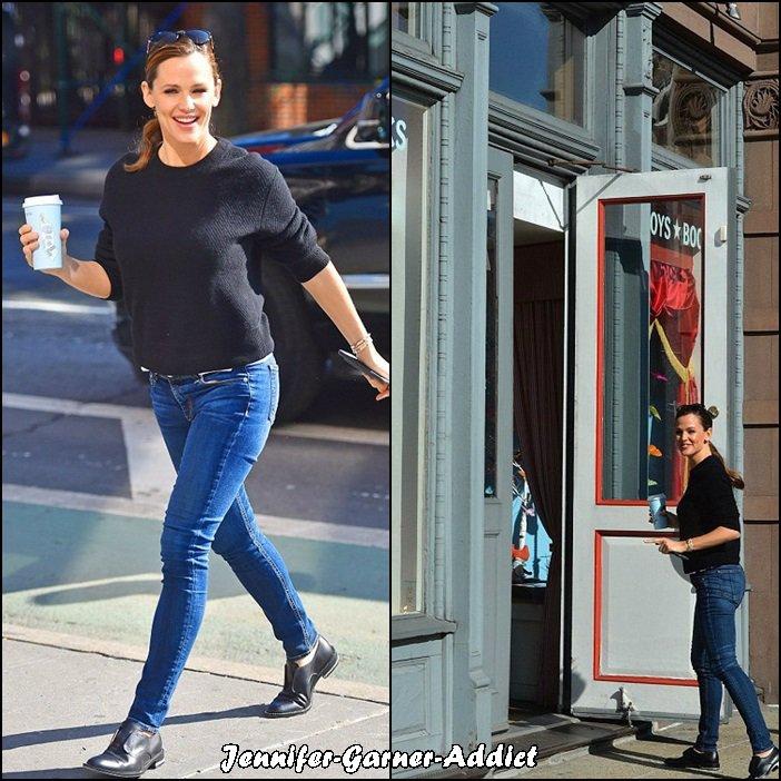 Jen dans les rues de New York a été boire un café et a été dans un magasin de livres pour enfants - le 17 Mars -