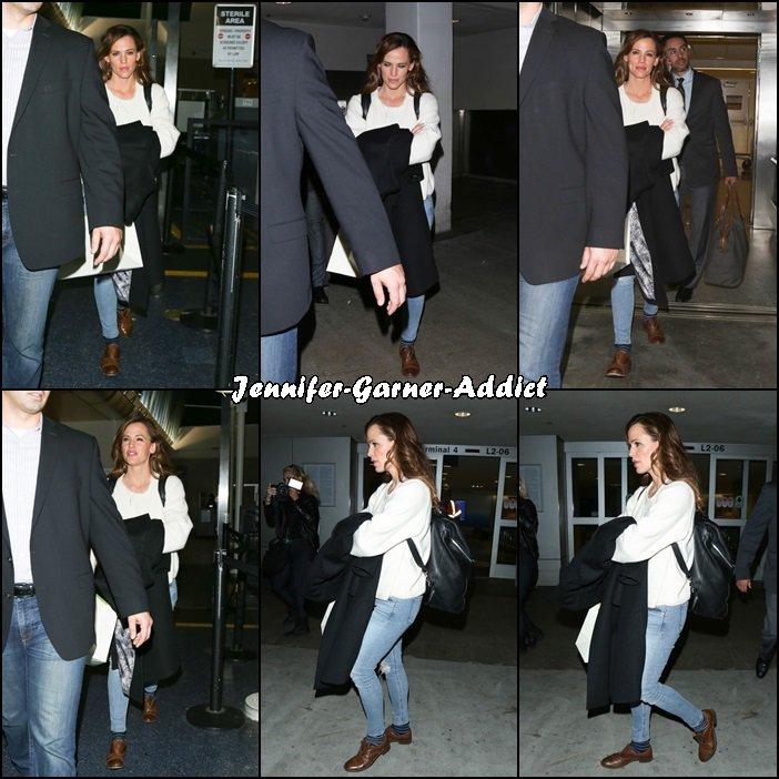Jen arrive à Los Angeles - le 17 Mars -