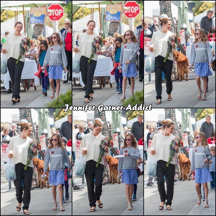 Jen, Violet, Séraphina, Samuel et Mamie et Papi Garner sont allés au marché à Pacific Palissades - le 20 Mars -