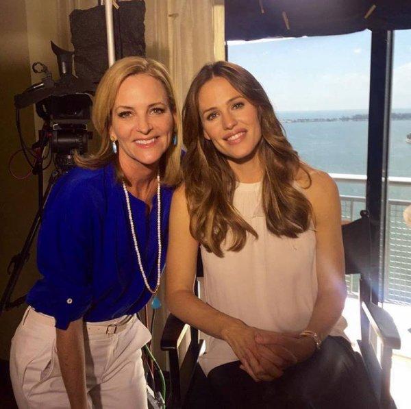 Jen a été faire une interview à CBS 4 Miami - le 15 Mars -