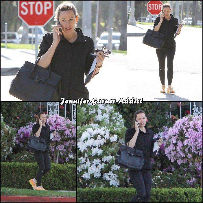 Jen , après son cours de gym, a été passer un moment avec Violet - le 22 Mars -