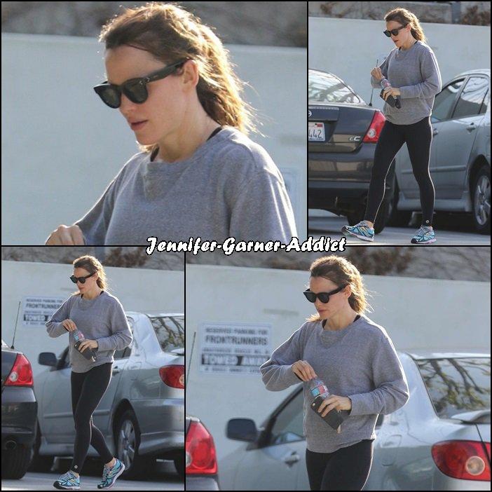 Jen a été à la gym puis chercher un café - le 26 Mars - à Los Angeles