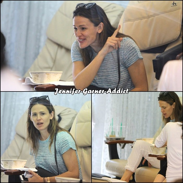 Jen et Violet sont allées se faire faire une petite manucure pédicure (je dis petite mais j'en sais rien!) - le 26 Mars -