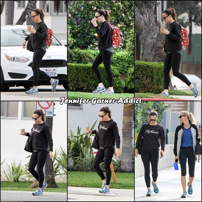 Jen et son agent sortant de leur cours de gym - le 14 Avril -