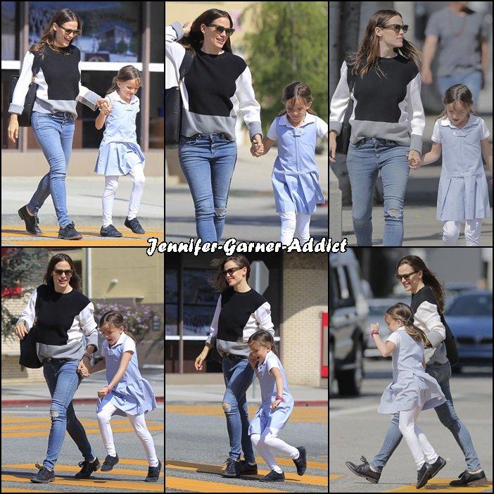 Jen et Séraphina à la sortie de l'école - le 14 Avril -