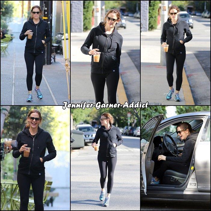 Jen à son cours de gym avec son agent - le 23 Avril -