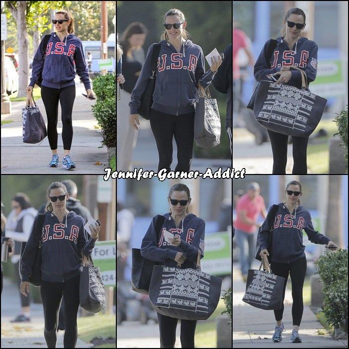 Jen à la gym avec son agent - le 27 Avril -