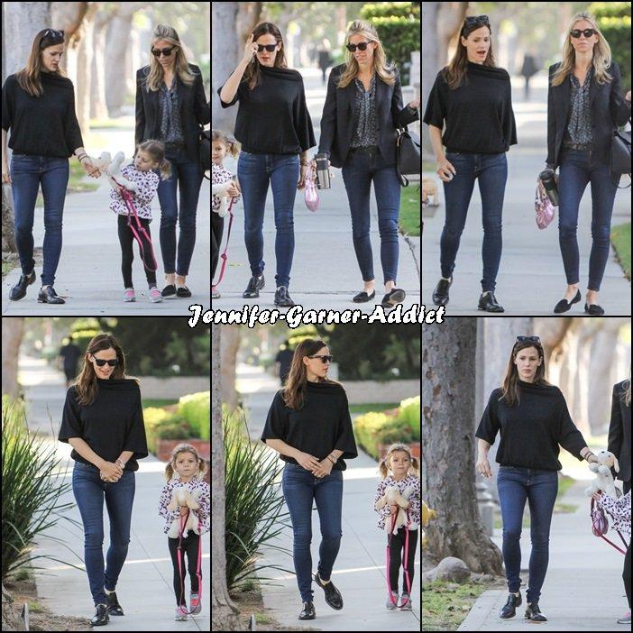 Jen à la sortie d'école de la fille de son agent - le 28 Avril -