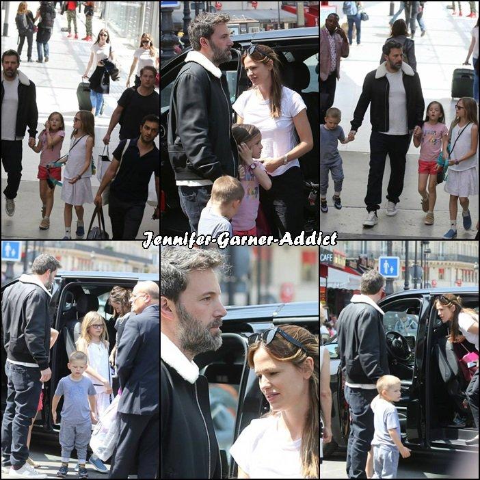 Jen, les enfants et Ben étaient à la Gare Du Nord pour prendre leur train en direction de Londres - le 8 Mai -