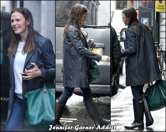 Jen sortant de son cours de gym à Londres - le 9 Mai -