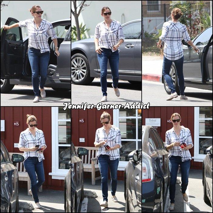 Jen a été faire un petit tour à Brentwood - le 3 Juin -