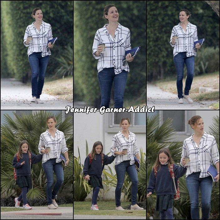 Jen a été chercher Séraphina à l'école - le 3 Juin - Le décalage horaire ne semble avoir aucune emprise sur les enfants!