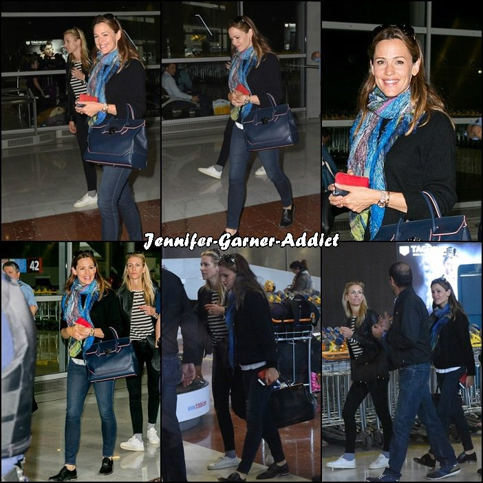 Jen et son agent sont arrivées à Paris, Aéroport Charles de Gaulle - le 1 er Juillet -