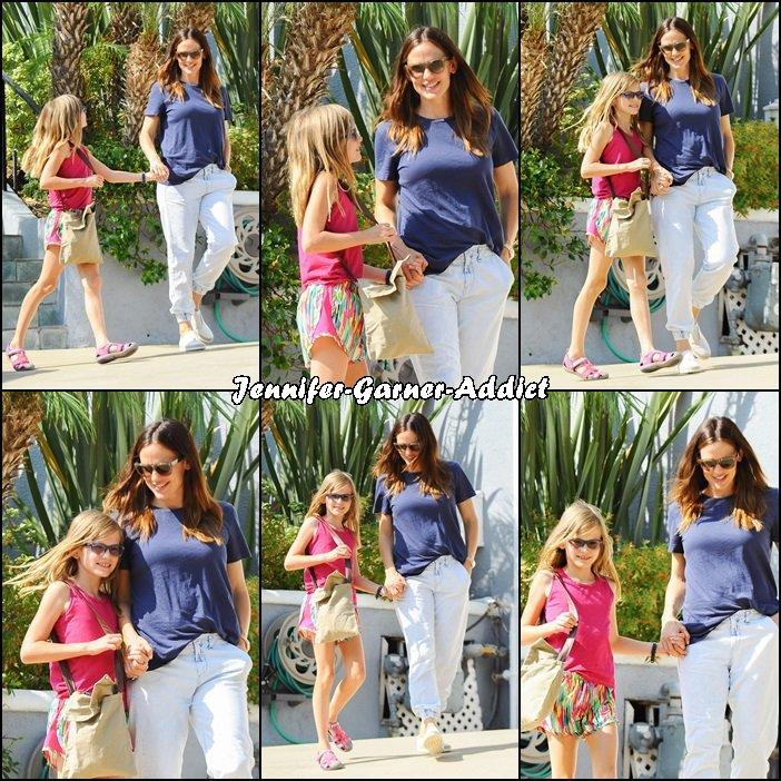 Jen a été chercher Violet chez une amie à Los Angeles - le 30 Juillet -