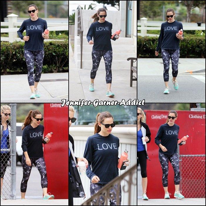 Jen à la gym avec son agent - le 6 Aout -