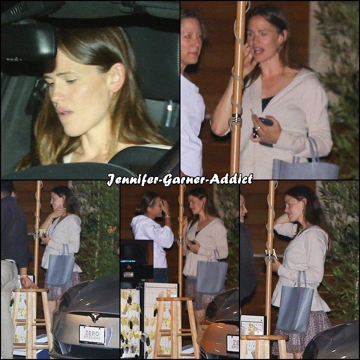 Jen a été manger avec une amie à Malibu au restaurant Little Beach House - le 12 Aout -
