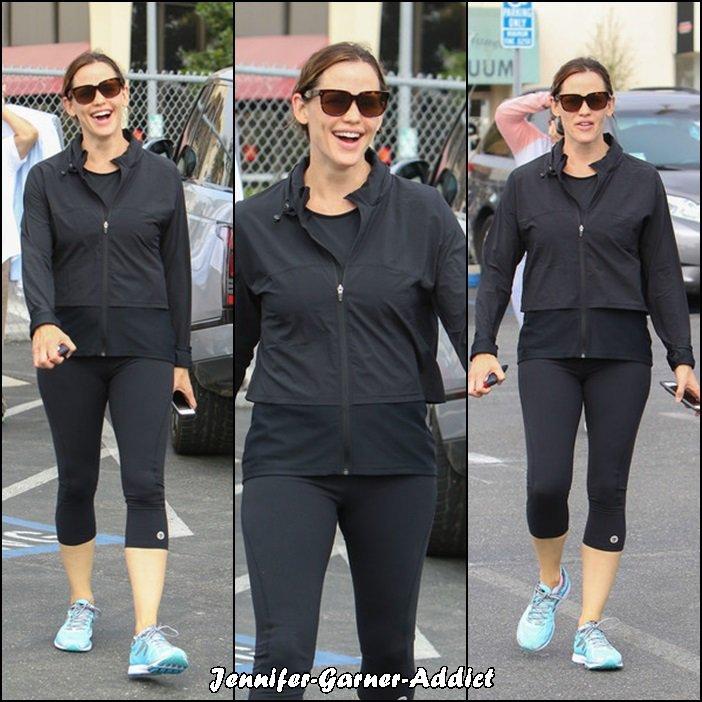 Jen allant et sortant de la gym - le 9 Septembre -