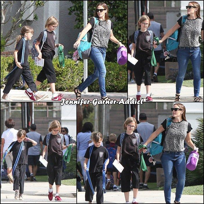 Jen a été chercher les filles à l'école avant de les amener au karaté - le 7 Septembre -