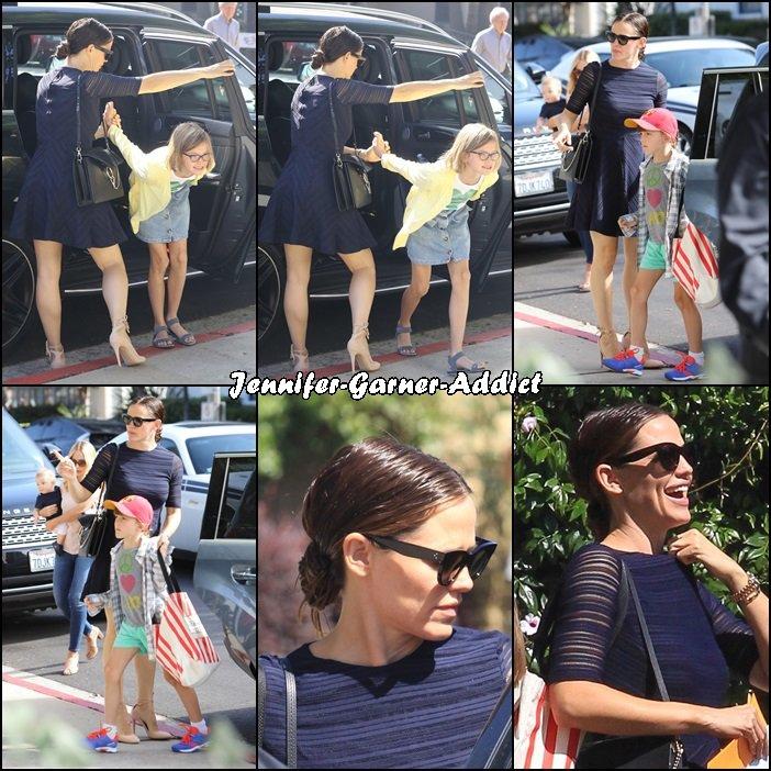 Jen et les enfants sont allés à l'église - le 11 Septembre - (j'adore la robe de Jen)