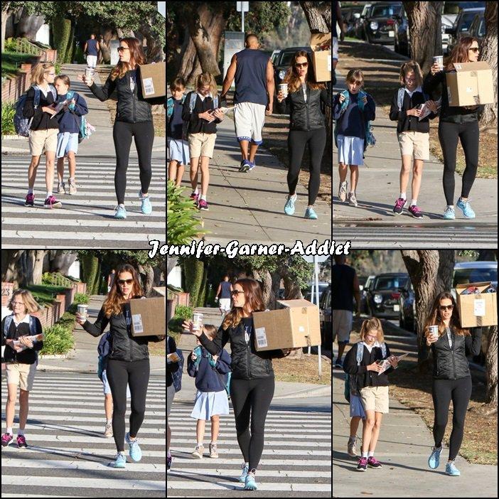 Jen a été chercher un café puis amener les filles à l'école chargée comme une mule - le 16 Septembre -