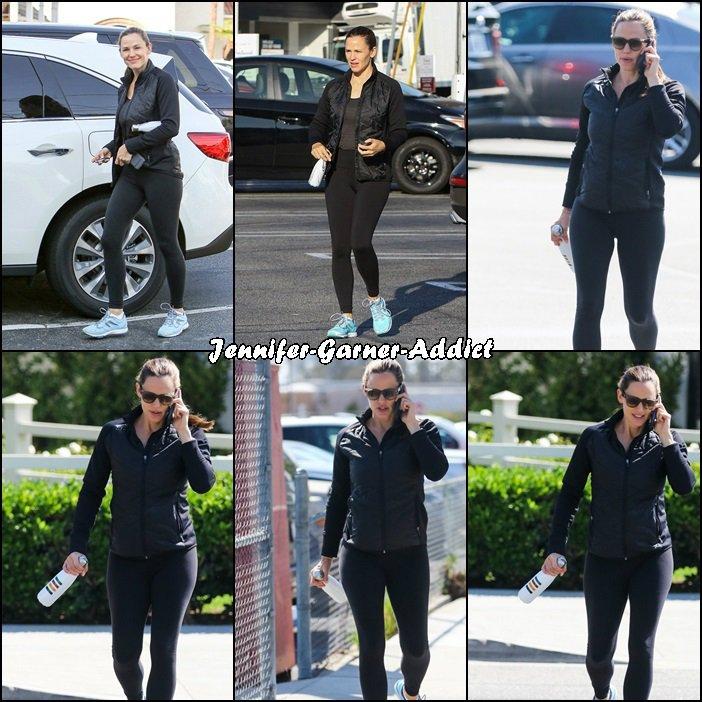 Jen sortant de son cours de gym - le 21 Septembre -