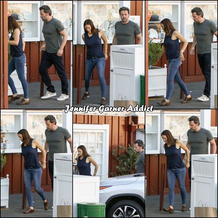 Jen et Ben sont allés chercher un café avant d'aller chercher les filles à l'école - le 26 Septembre -  On ne les aura jamais autant ensemble que depuis qu'ils sont séparés!!