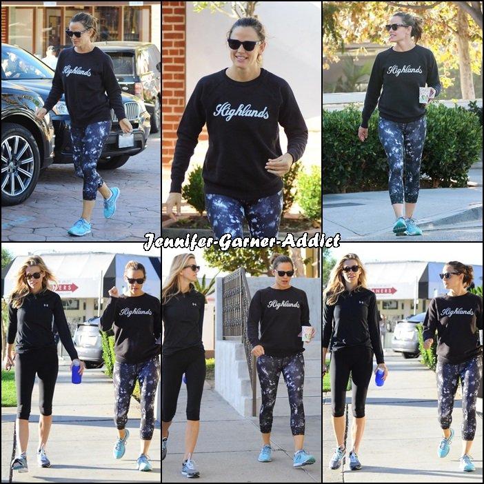 Jen a été à la gym avec son agent puis elles sont allées se chercher un café - le 1er Octobre -