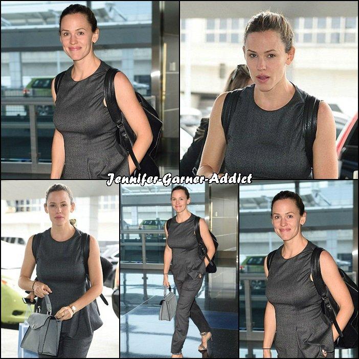 Jen à l'aéroport de New York - le 29 Septembre -