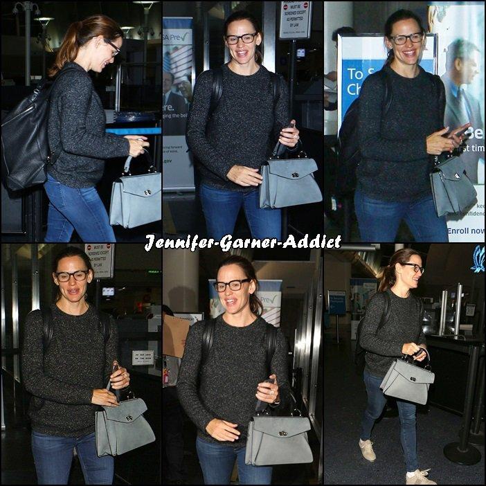 Jen à son arrivée à Los Angeles - le 29 Septembre -