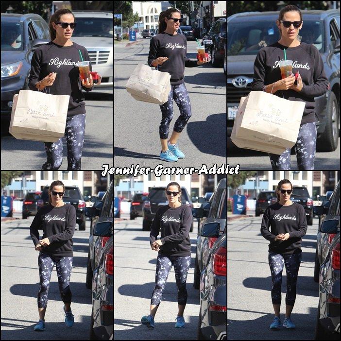 Jen a été acheter des habits aux enfants chez Petit Ami Children's - le 1 er Octobre - après la gym
