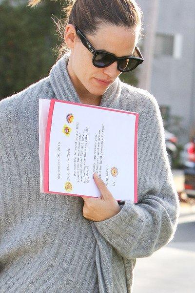Jen sortant de la gym avec son agent - le 7 Octobre -