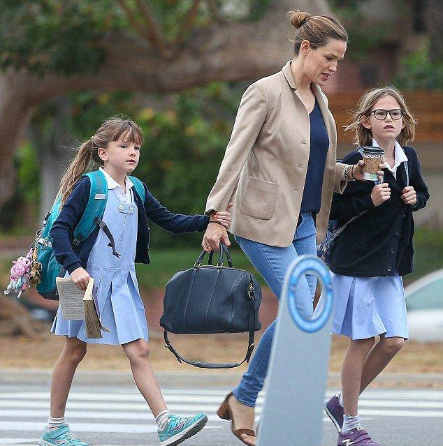 Jen a été chercher les filles à l'école - le 11 Octobre -