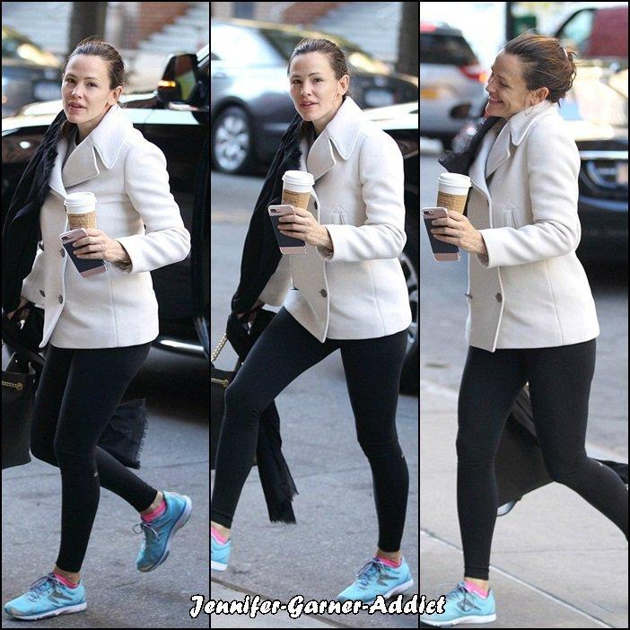 Jen à la gym à New York - le 24 Octobre - malgré le décalage horaire et la fatigue elle ne déroge pas à ses cours de gym !