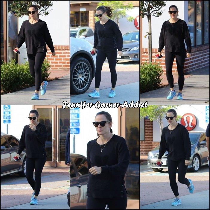 Jen est allée se chercher un café après avoir été à la gym - le 31 Octobre -