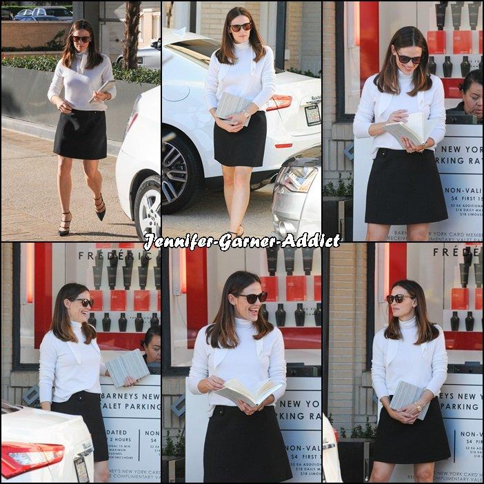 Jen a été chez Barney's à LA - le 8 Novembre -