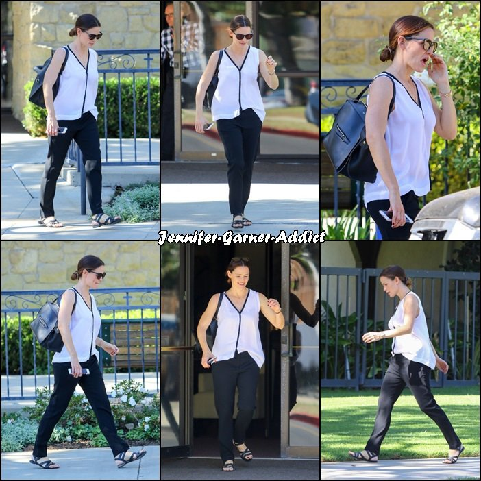 Jen sortant d'un building - le 13 Novembre -