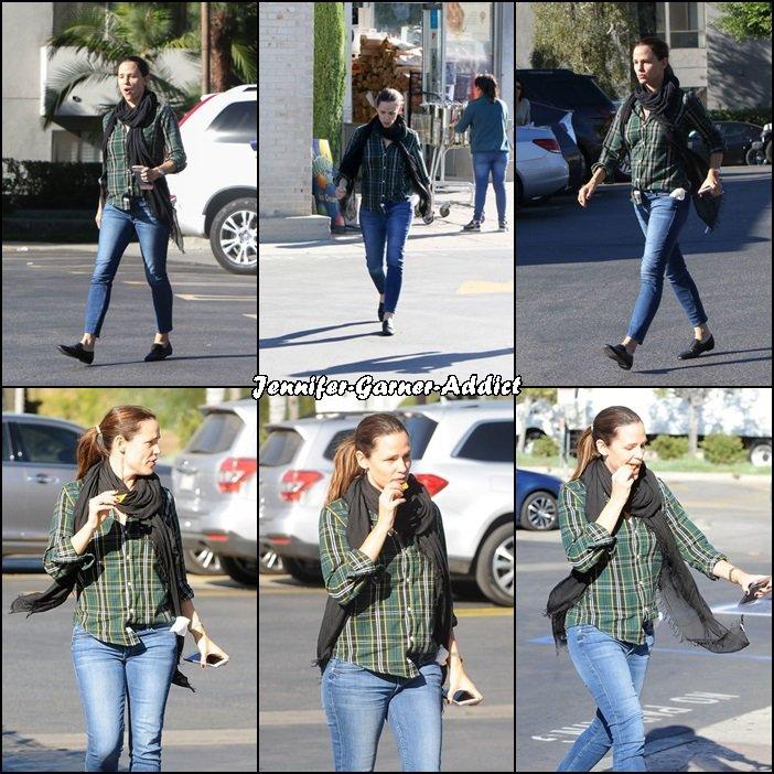 Jen sortant de quelques courses - le 18 Novembre -