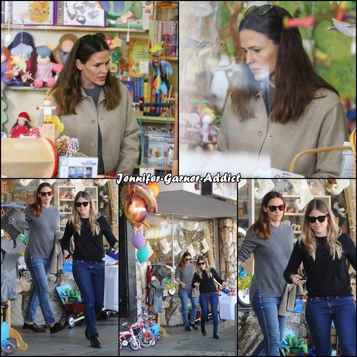 Jen et une amie dans un magasin de jouets - le 21 Novembre -