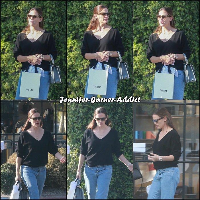 Jen et son agent sont allées faire des emplettes - le 5 Décembre -