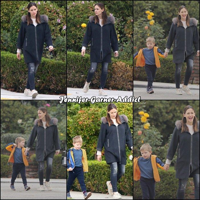 Jen a été amener les filles à l'école avec Sam et son agent (et sa fille) - le 13 Décembre -