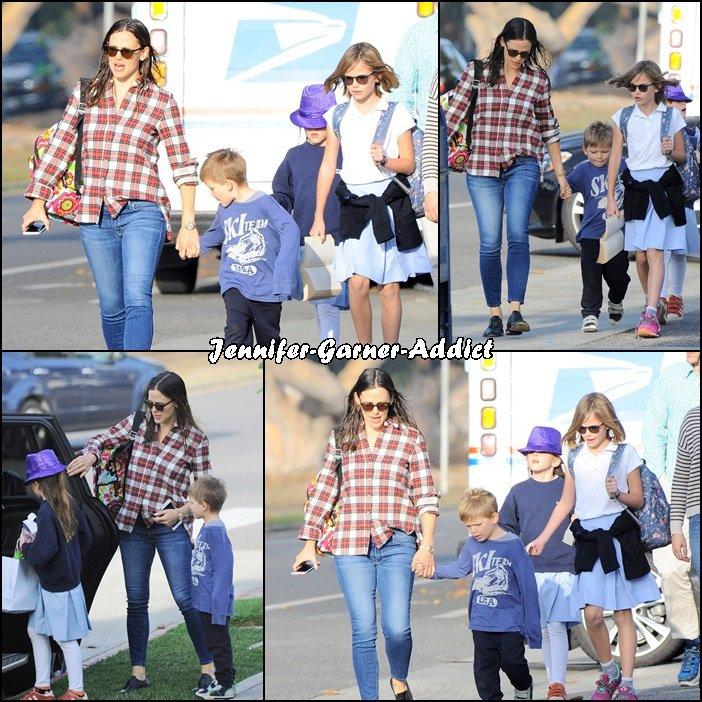 Jen a été chercher les filles à l'école avec Samuel et la nounou - le 14 Décembre -