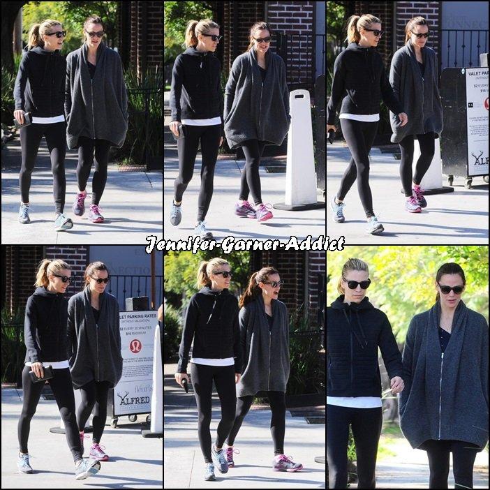Jen allant et sortant de la gym avec son agent - le 16 Janvier -