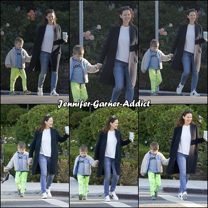 Jen et Samuel sont allés chercher Violet et Séraphina à l'école - le 1er Février -