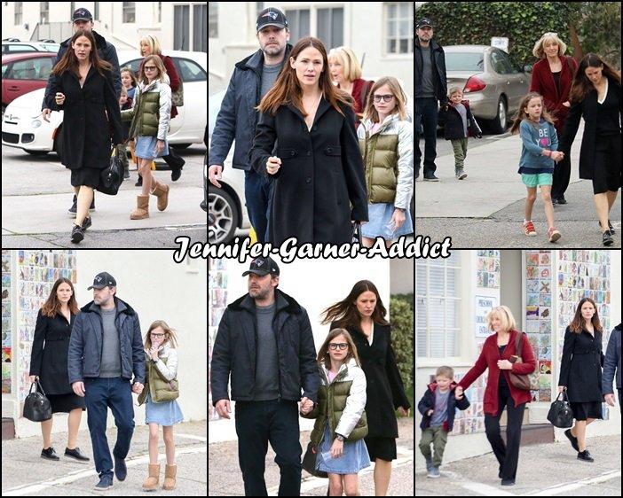 Jen, Ben, les enfants et Chris Affleck sont allés à l'église - le 5 Février -