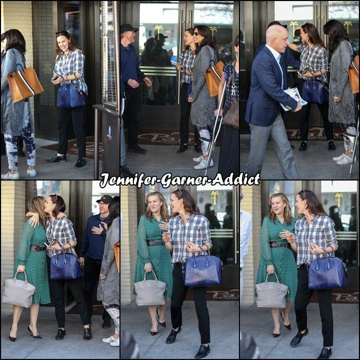 Jen sortant d'un rdv avec des amis - le 2 Mars -