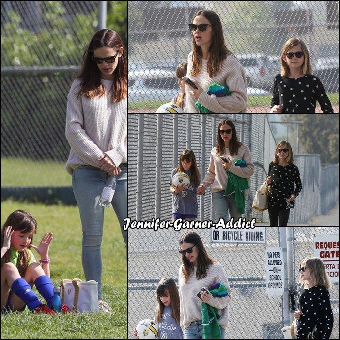 Jen est allée voir Séraphina au soccer avec Violet après avoir fait quelques emplettes - le 18 Mars -